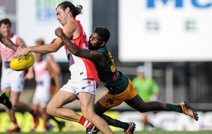 Maurice Rioli Jnr tackles Sam Weddell