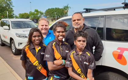 NIck Danks Telstra, Michael Long and (L-R) Renaisha Wilfred, Shantia Lansen and Kiefin Mardi