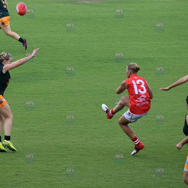Waratah player Lisa Roberts kicking the ball