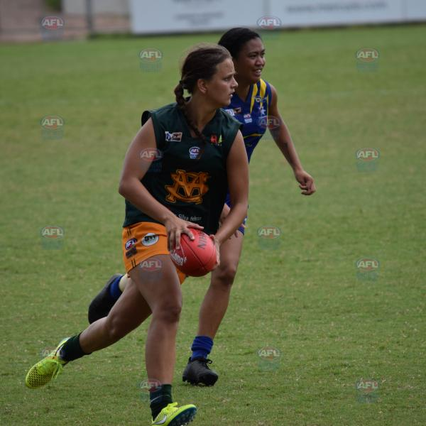 Danielle Ponter on the run with the footy