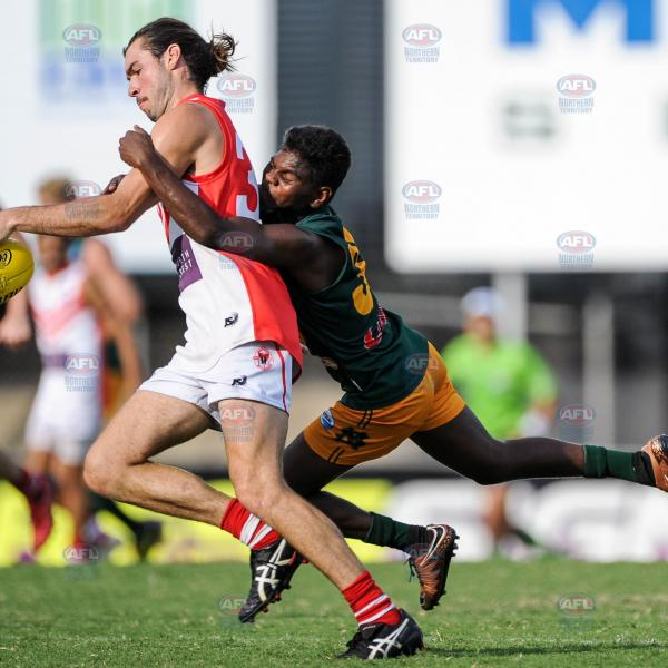 Maurice Rioli taking the tackle