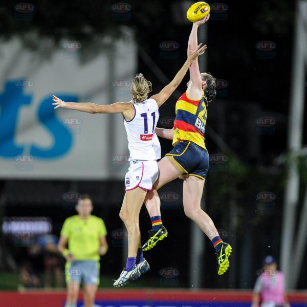 Rhiannon Metcalfe winning the tap for the Crows